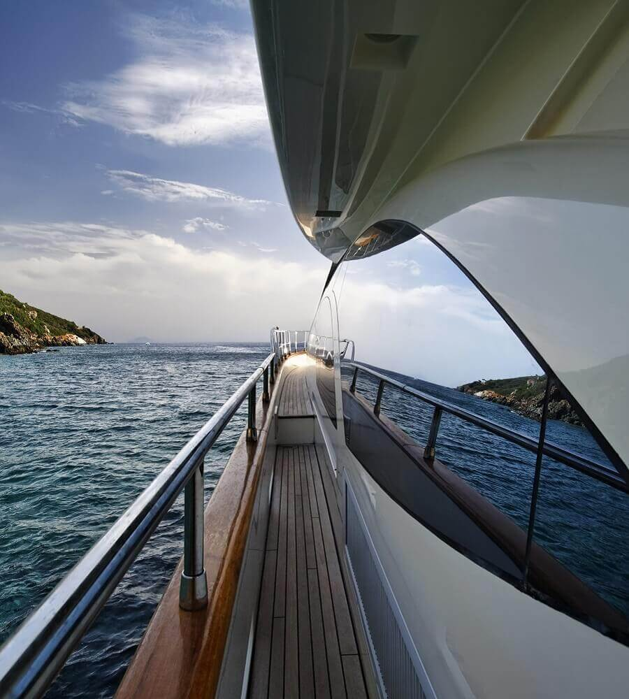 Motor yacht air conditioning