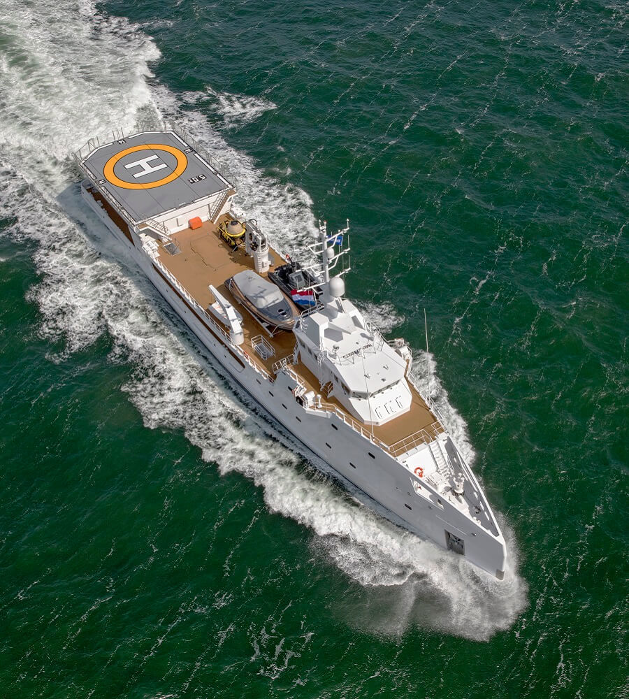 Superyacht support vessel heating